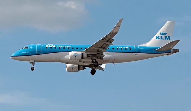 PH-EXT EGLL 16-07-2019 KLM Cityhopper Embraer 170-200STD CN 17000707