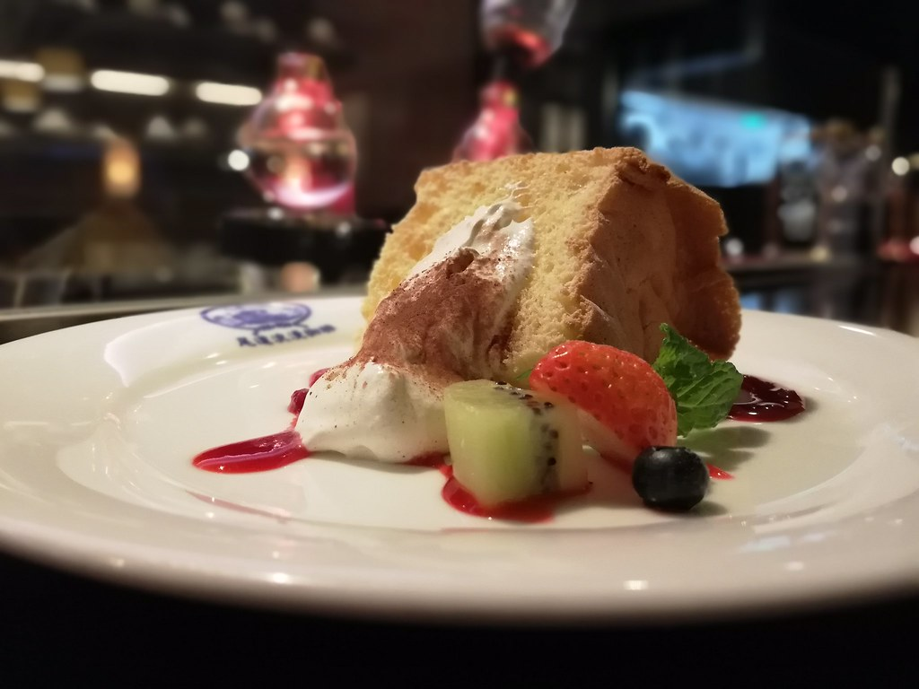 季節のフルーツと手作りシフォンケーキ