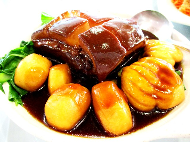 Stewed pork belly with mantao