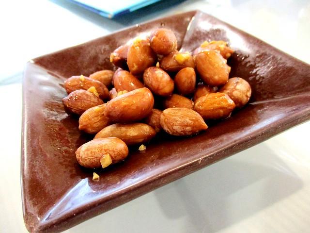 Braised peanuts with garlic
