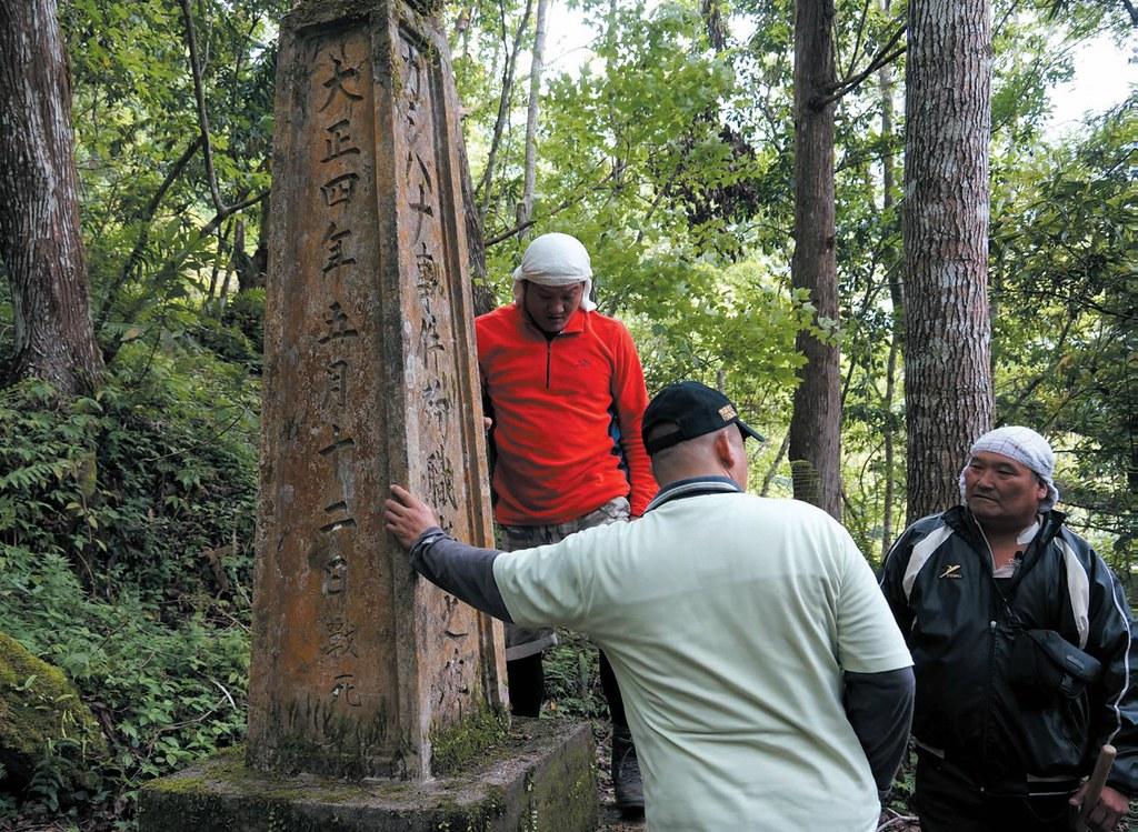 2015年喀西帕南戰役一百周年,重回喀西帕南事件殉職碑,訴說著當年日警的壯烈犧牲,卻也淹沒了布農族人守護傳統領域的英勇。圖片提供:健行文化