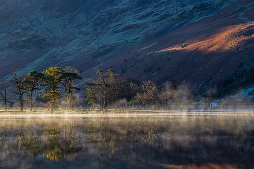 reflections nationalpark sunrise buttermere mist misty pines lakedistrict cockermouth england unitedkingdom