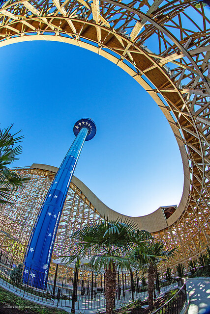Gold Striker roller coaster and Star Tower