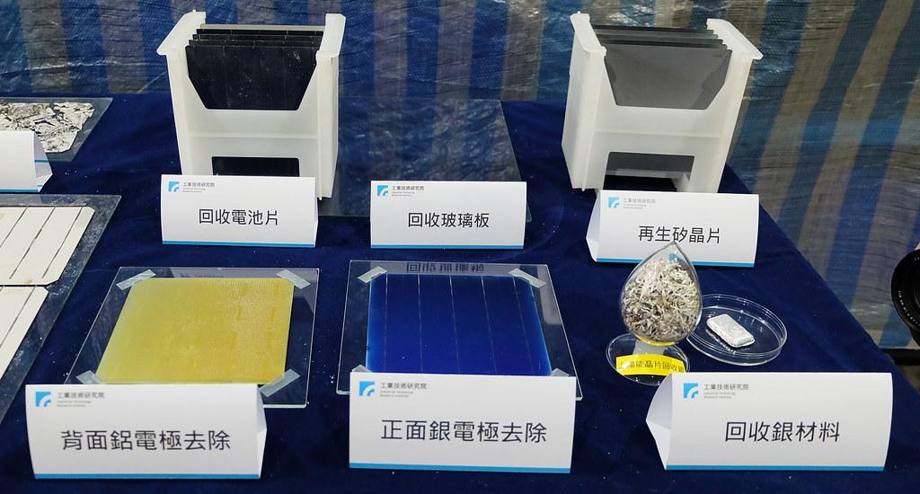 「易拆解」太陽能模組能完整取下銀、鋁材料,電池片、玻璃也都能整片回收。攝影:陳文姿