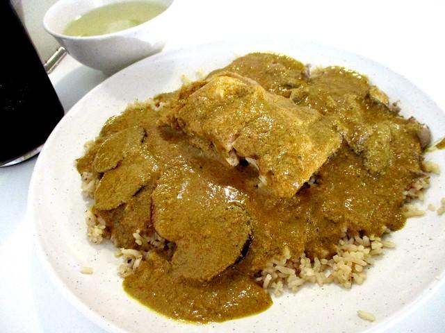Hainanese curry chicken rice