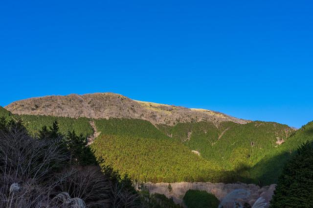 竜ヶ岳を見上げる・・・そろそろダイヤモンド富士の季節ですね