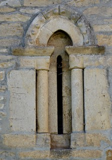 Teza de Losa (Burgos-España). Ermita adosada a iglesia de San Nicolas reconvertida en vivienda. Ventana