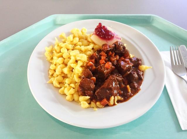 Venison goulash with spaetzle & cranberry pear / Hirschgulasch mit Spätzle & Preiselbeer-Birne