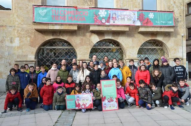 Foto de familia del inicio de la campaña de Navidad 'Este Comercio tiene magia