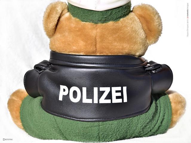 cop policeman (c) 2020 Bernard Egger :: rumoto images 2255