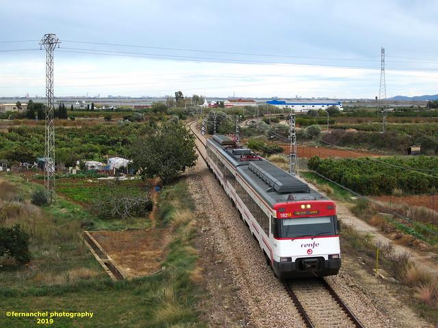 Tren de Cercanías de Renfe (Línea C-1) a su paso por SILLA (Valencia)