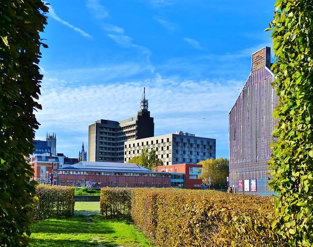 Gent - Zicht op Belgacom gebouw vanaf Sint-Baafsabdij site 2