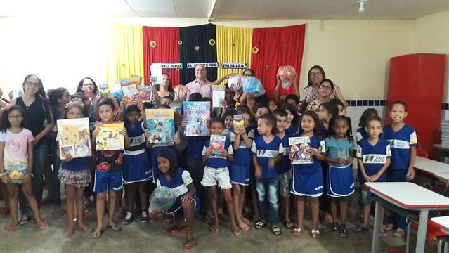 Celebração de doação realizada a Escola Municipal Professora Palmira de Souza (04/12/2019)