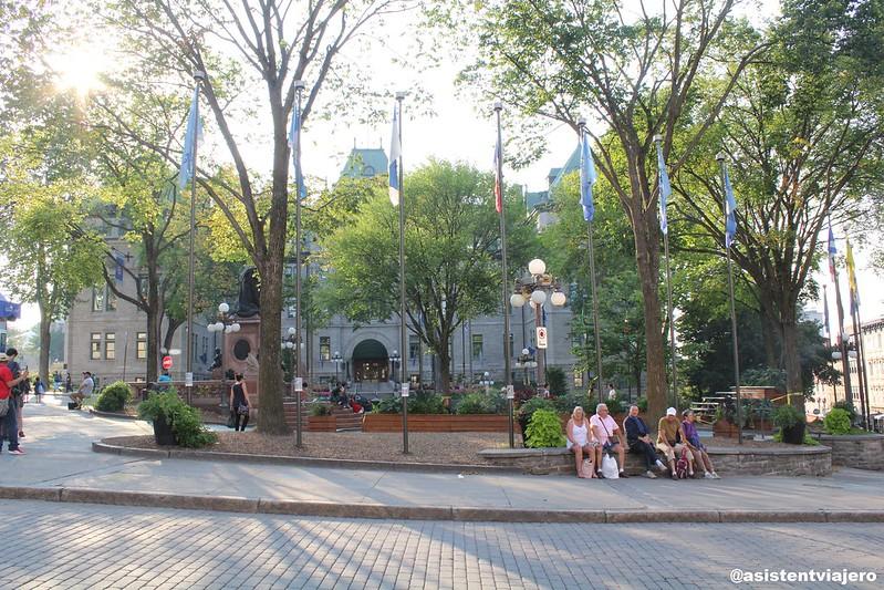 Vieux Quebec Place de l'Hôtel-de-Ville