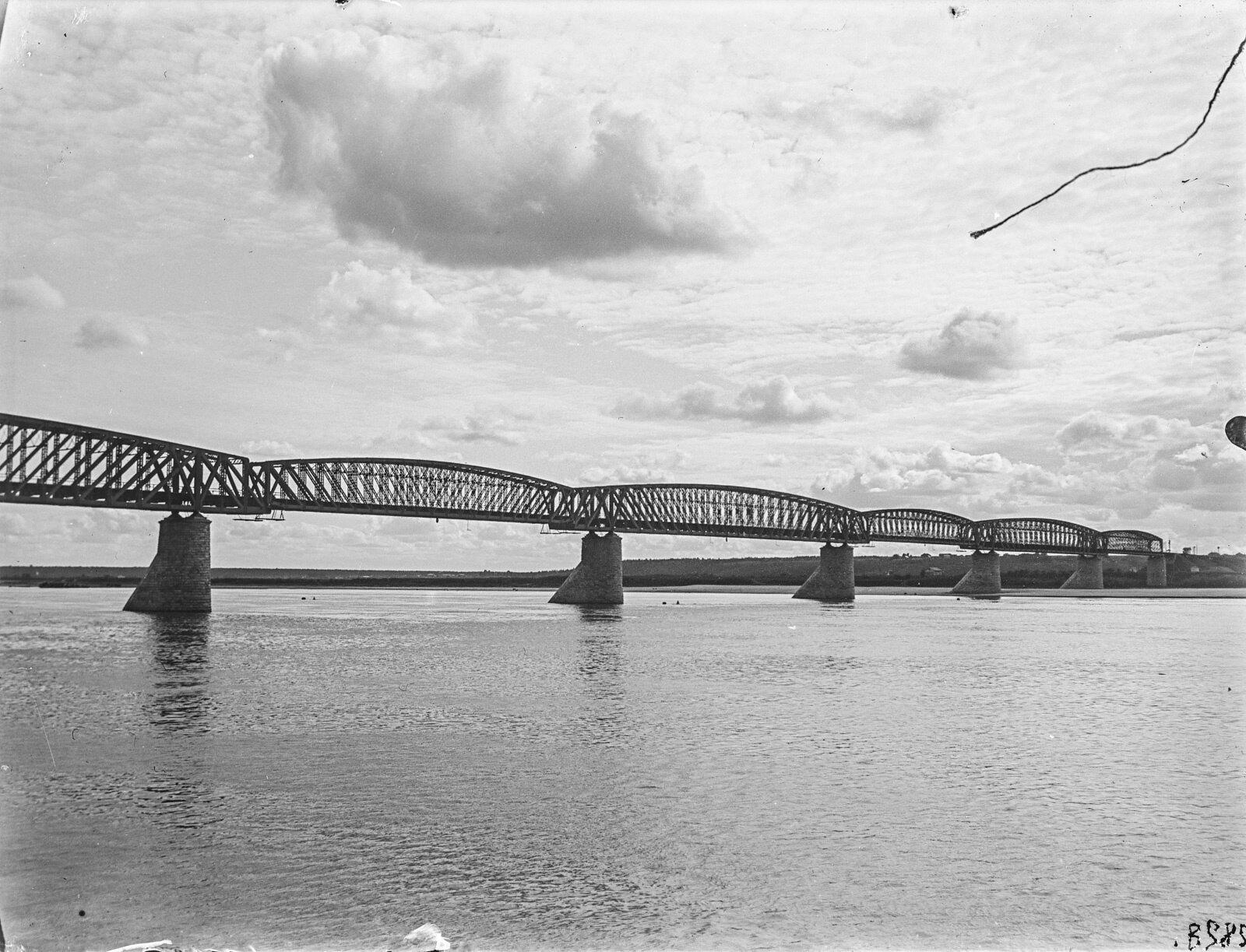 15. Мост через Обь возле города Новониколаевск