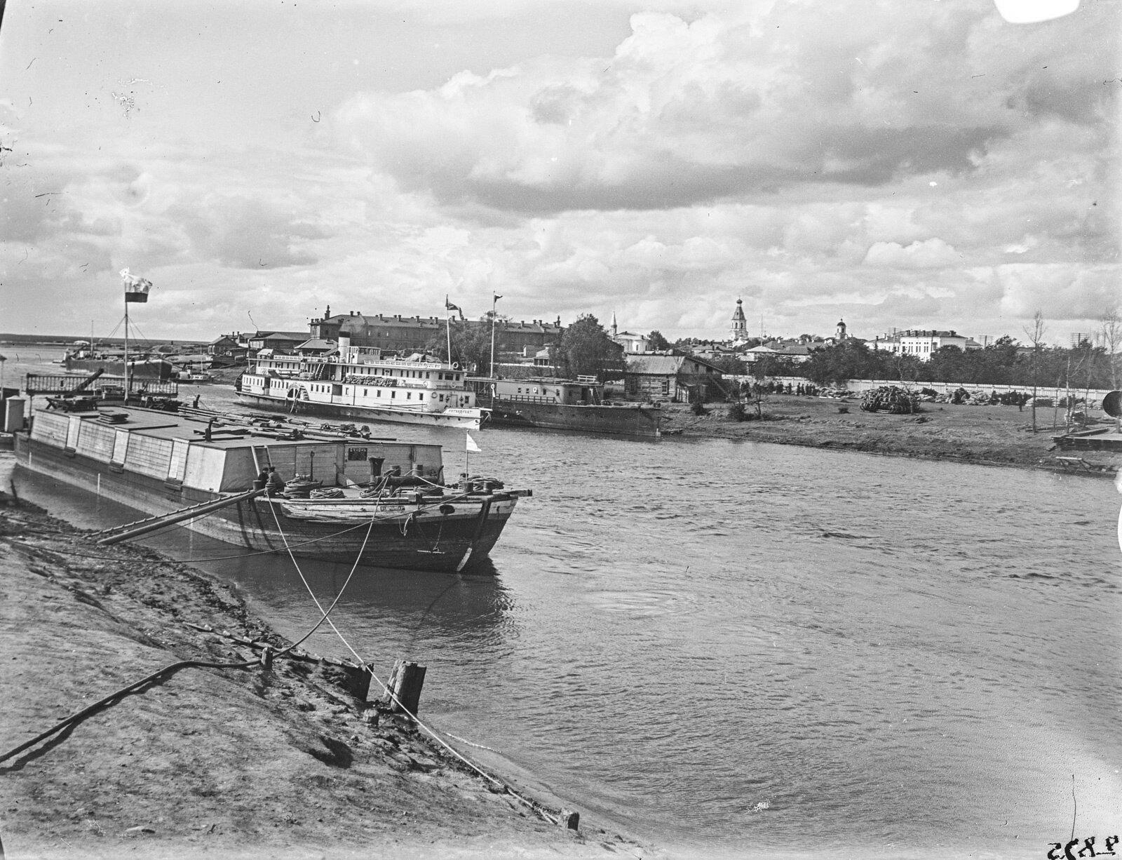 07. Барнаул. Канал с грузовыми кораблями