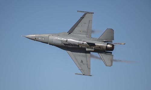 F-16 Viper Demo Banking Away