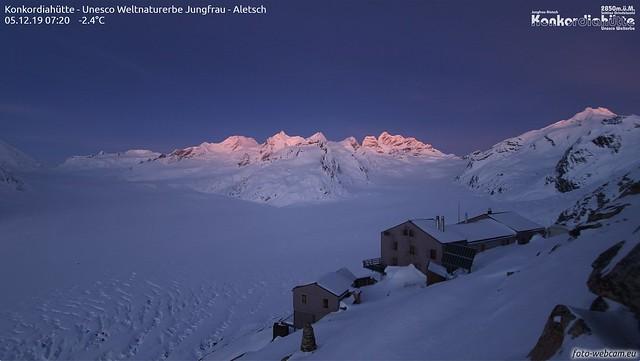 Morgensonne weckt Jungfrau