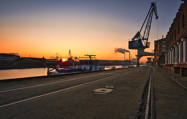 Karlsruher Rheinhafen zum Sonnenuntergang