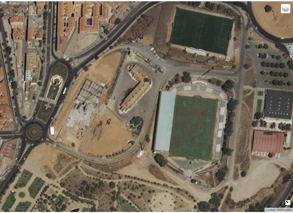 Imagen aérea de 2006 de la zona del Salto del Caballo con el edificio de Toletvm en construcción