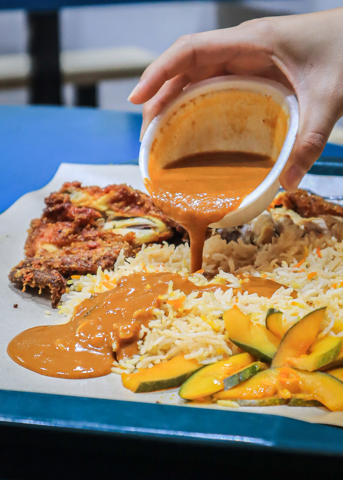 Taman Jurong Market and Food Centre - Sikkander's briyani pour curry