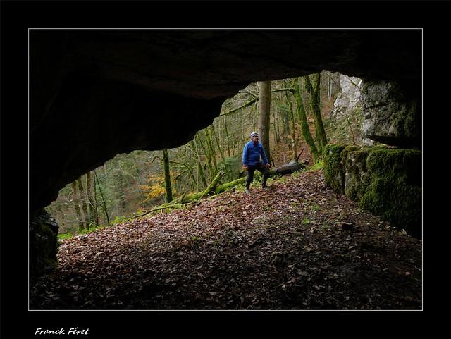 Daniel a l'entrée de la Baume des Curés 2  - Villers-sous-Chalamont