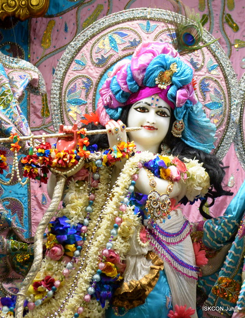 ISKCON Juhu Sringar Deity Darshan on 5th Dec 2019