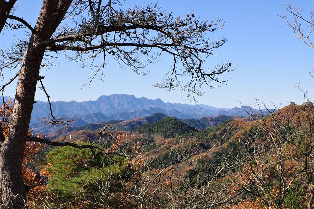 破風山山頂から眺める両神山