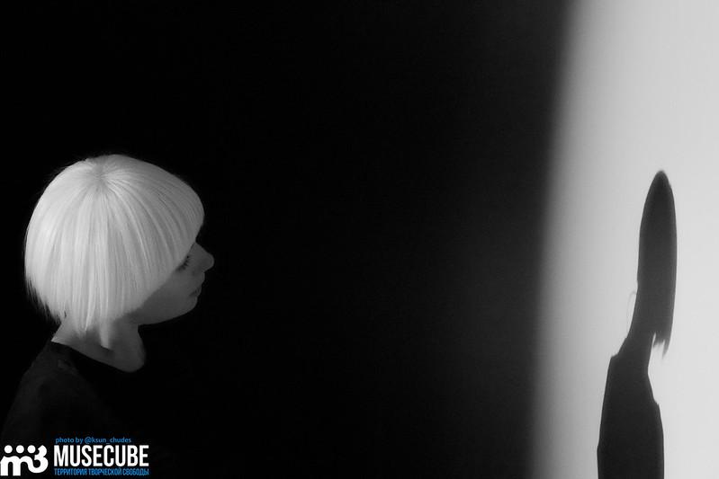 """Российская Федерация, Санкт-Петербург, театр """"Балтийский дом"""", спектакль """"Сны о рояле. Утровечер."""", в главной роли - Чулпан Хаматова, танец - Владимир Варнава, аккомпанемент - Екатерины Сканави."""