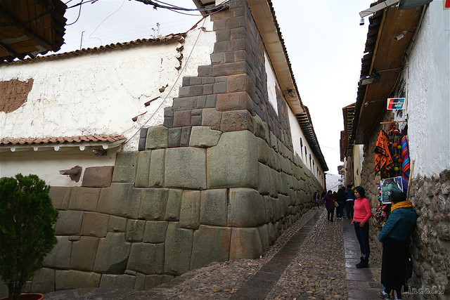 Inka Grundmauer entlang Hatunrumiyoc Gasse in Cusco, Peru