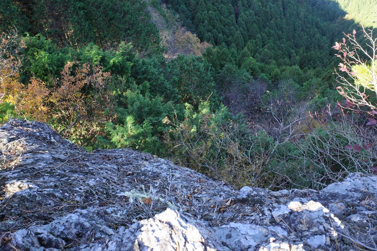 断崖絶壁の猿岩
