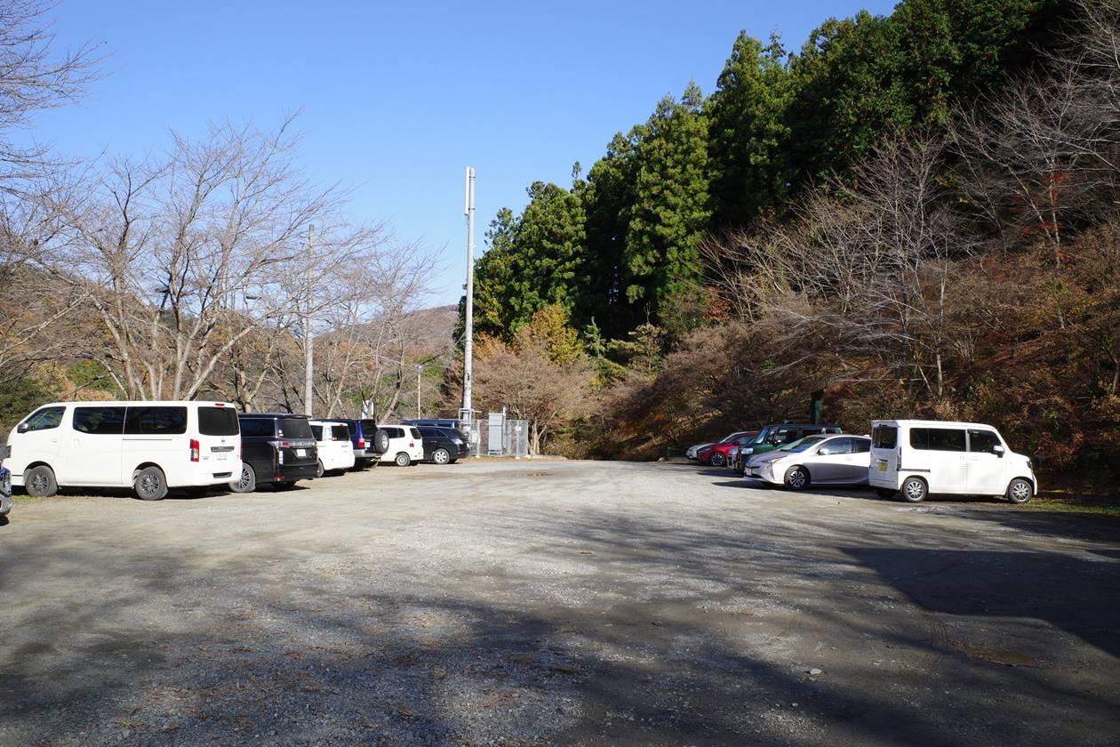 満願の湯登山口駐車場
