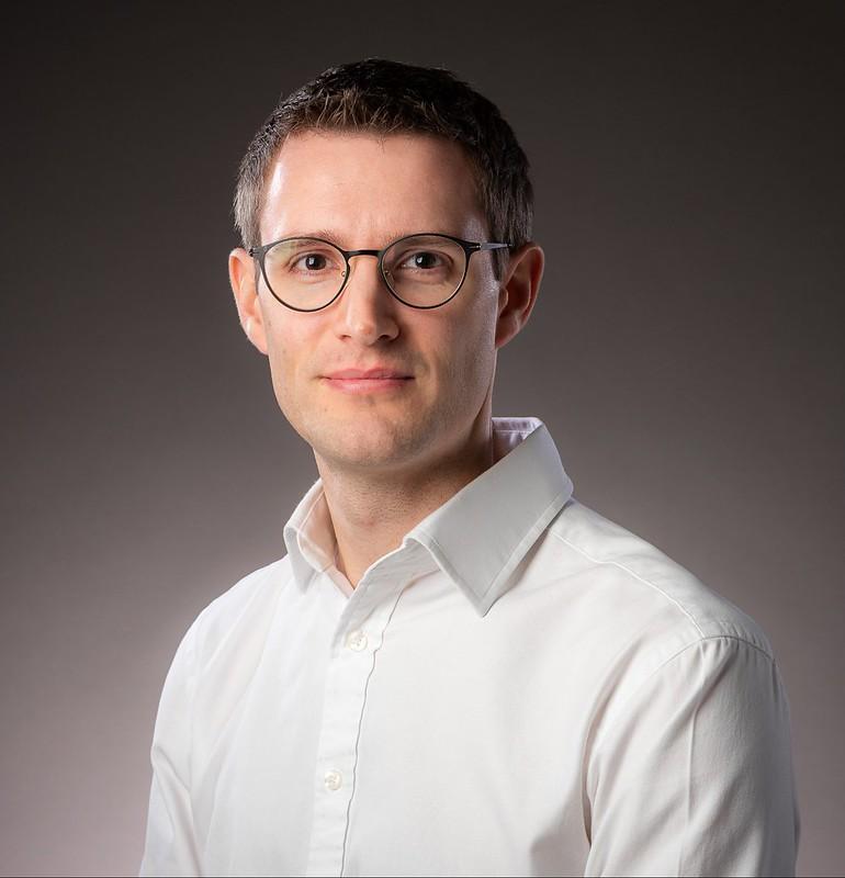 Head shot of Dr Chris Vagg