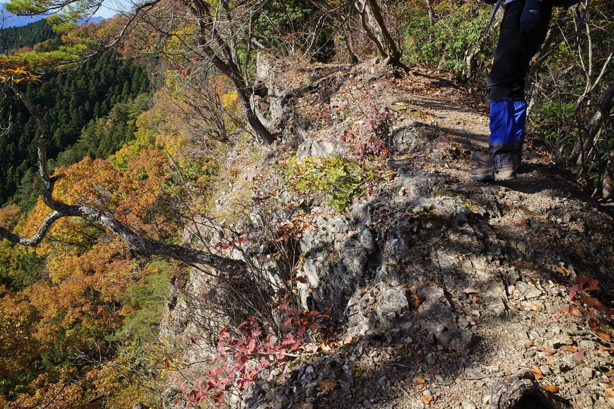 破風山 断崖絶壁の尾根道