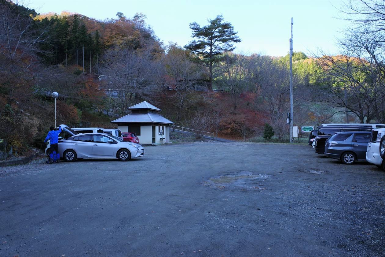 満願の湯登山者用駐車場