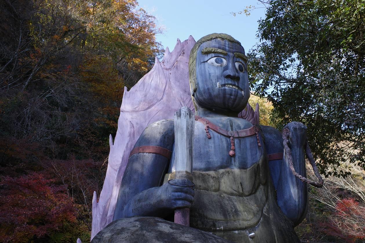 華厳の滝の仏像
