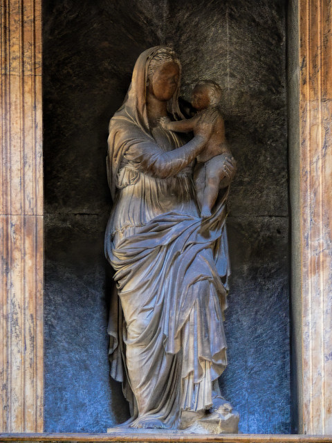 Thu, 04/26/2012 - 12:33 - Madonna of the Rock (1524) by Lorenzetto - Pantheon Rom 22/04/2012