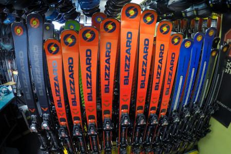 Důvěřuj, ale prověřuj: Testování lyží je dnes už pro každého