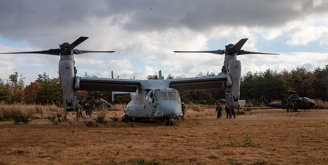 U.S. Marines, Soldiers with JGSDF refuel Japanese aircraft during an ADGR drill