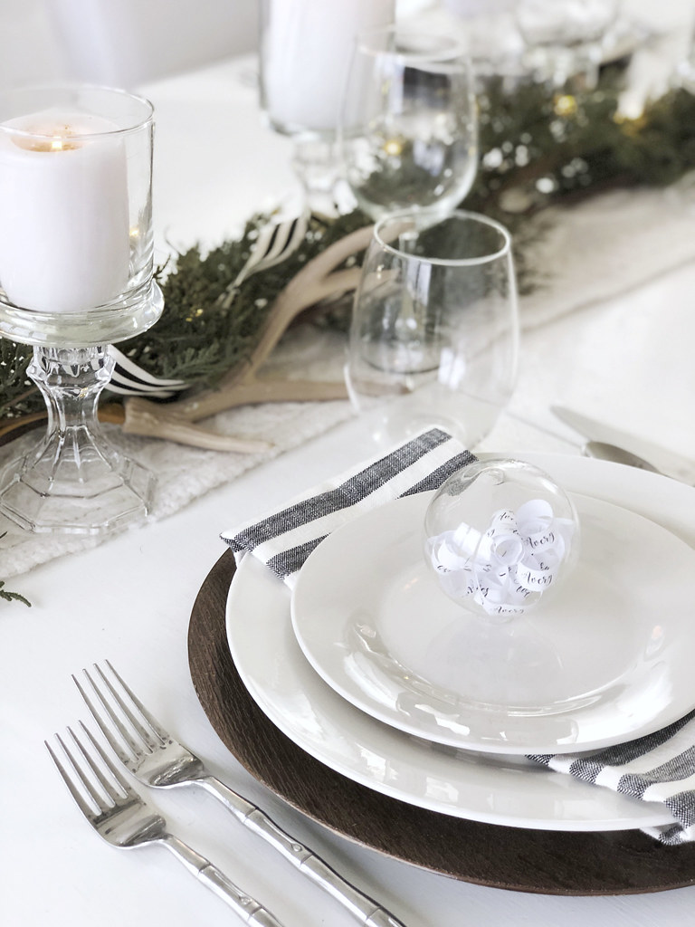 Simpe Holiday Tablescape