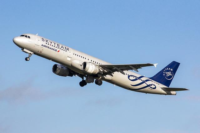 CDG - Airbus A321-211 (F-GTAE) Air France