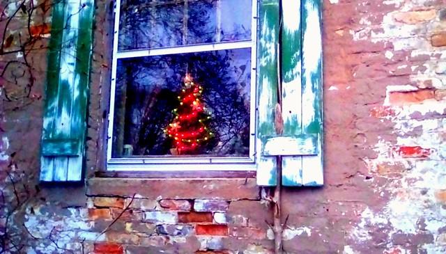 Christmas window decoration! - HWW Menominee Michigan