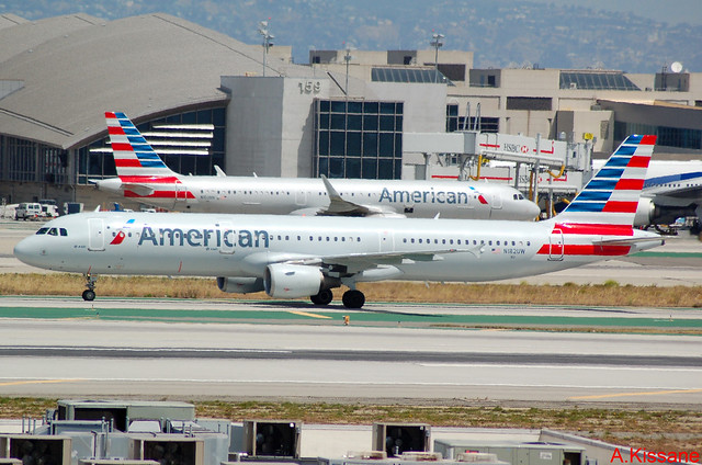 AMERICAN AIRLINES A321 N182UW