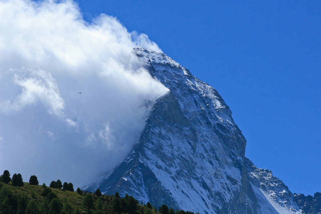 Banner Cloud forms on The Matterhorn