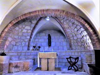 Altar de la cripta románica de la iglesia de Santo Domingo de Silos. Burgos.