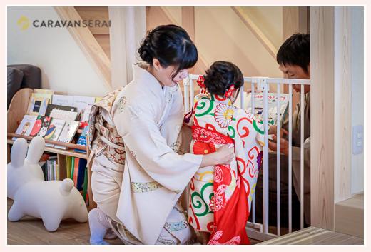 七五三 ママが着物を着付け 帯を結ぶところ