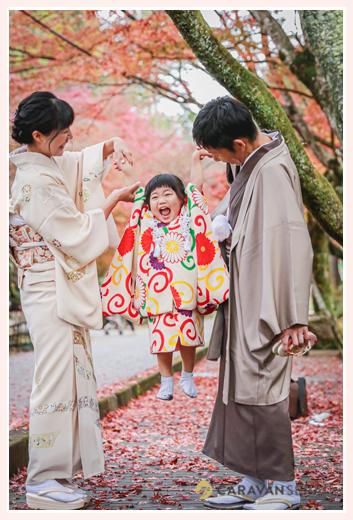 七五三 家族の写真 アンティーク着物 11月下旬の紅葉したモミジの葉