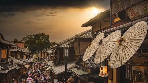 japan kyoto ninenzakastreet shawnharquail streetphotography sunset travel building cloud clouds crowd haze houses outdoor outdoors outside parasol rays shawnharquailcom sunshine umbrella