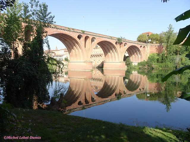 Albi - Le Pont du 22 Août 1944 (Reflets dans le Tarn)