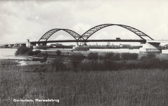 Ansichtkaart - Gorinchem, Merwedebrug (Uitg. Boekhandel v.d. Nadort - Geitz, Hilversum) gezien vanaf Brabant